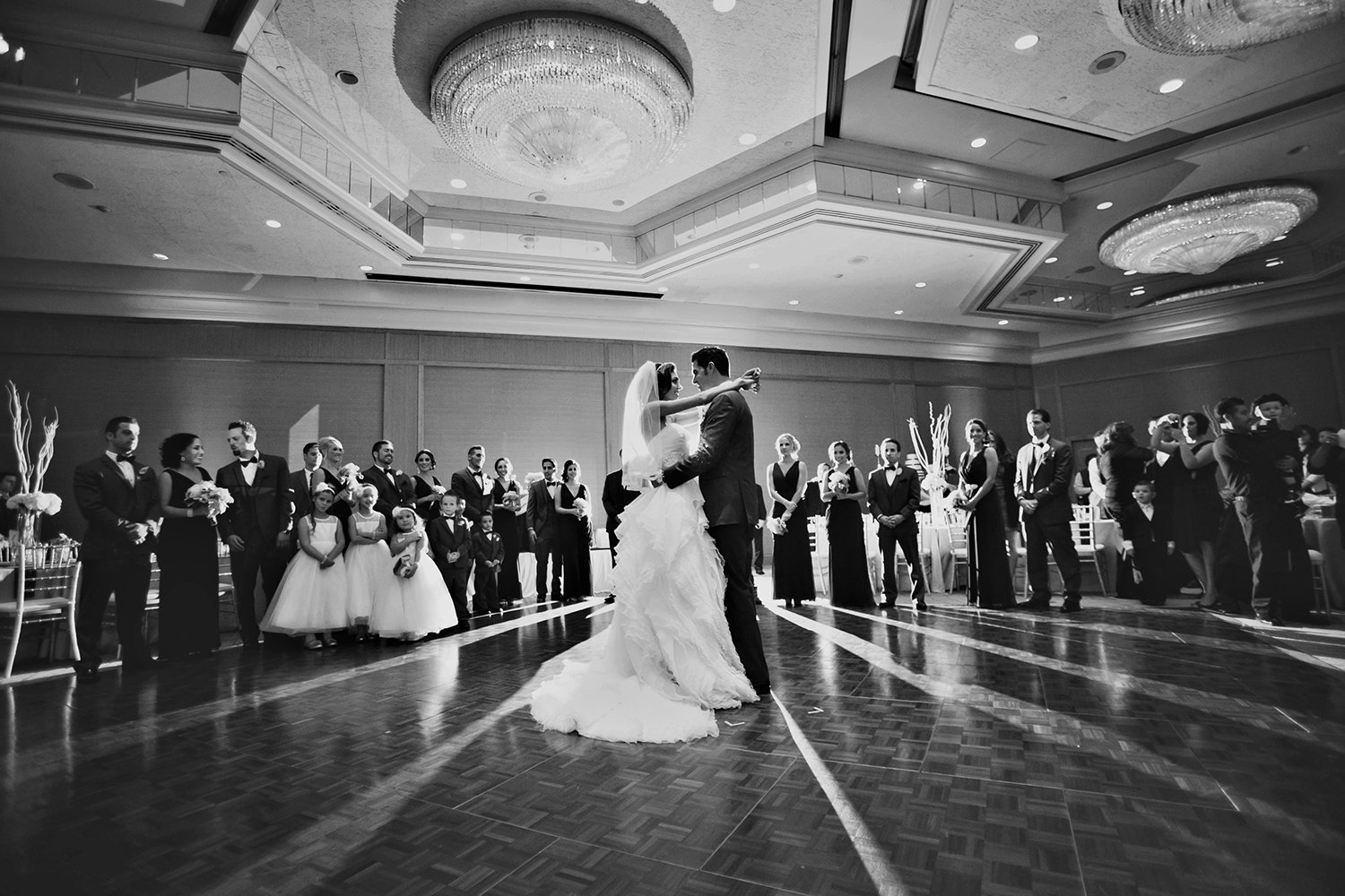 wedding photos romantic  first dance bride and groom