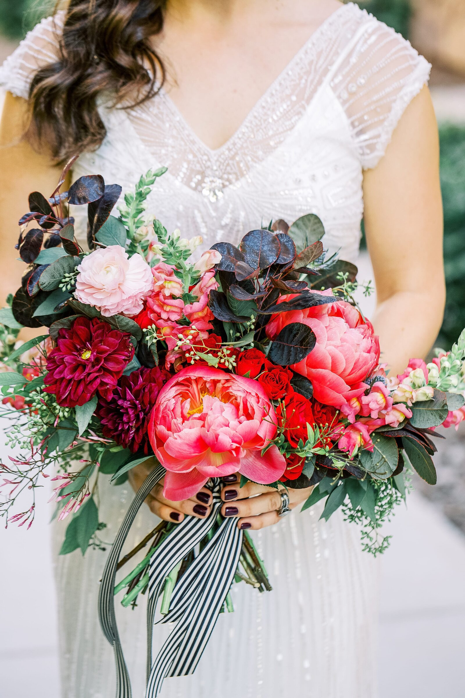bride-bouquet-with-red-flowers