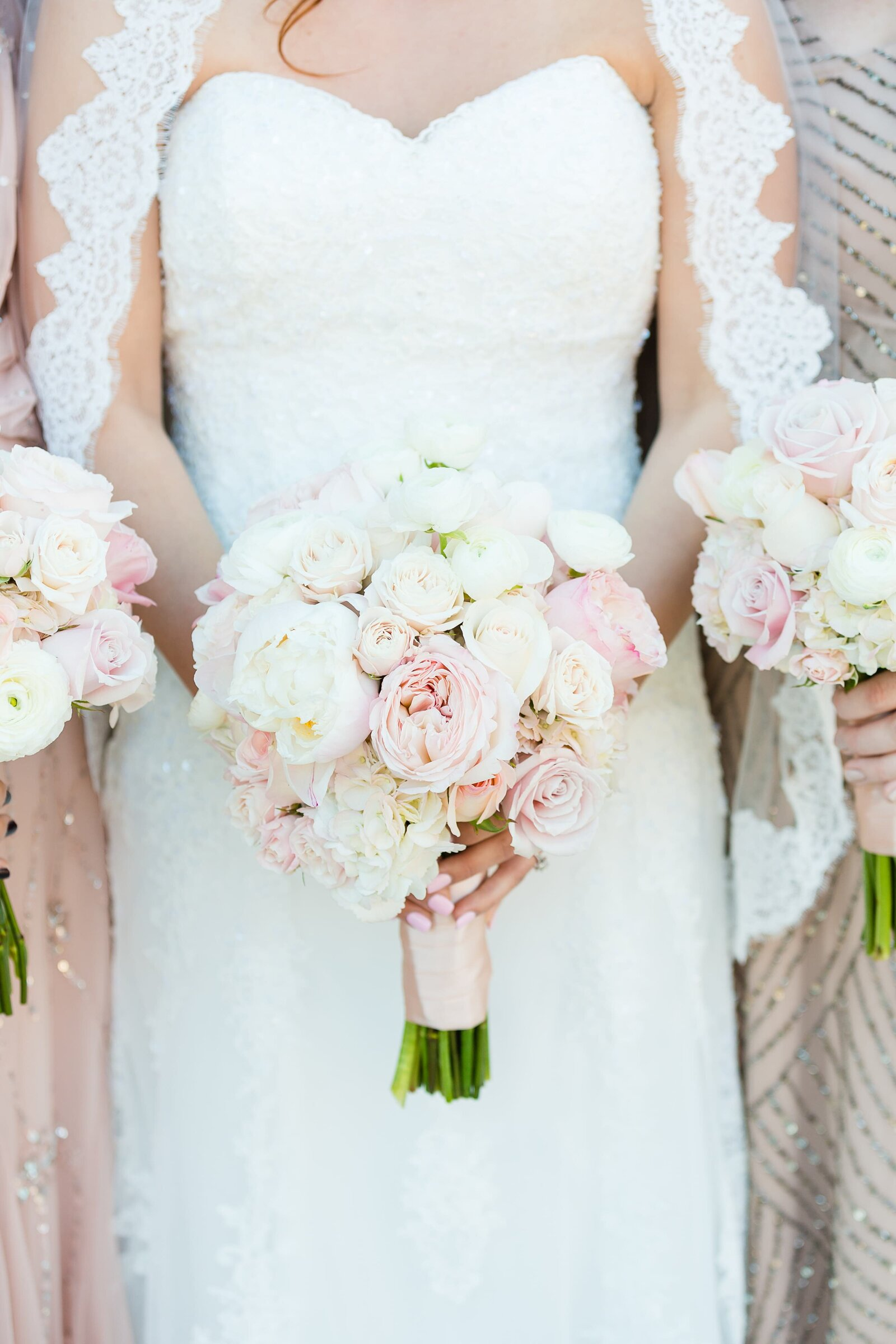 bridal-bouquet-blush-and-white-flowers