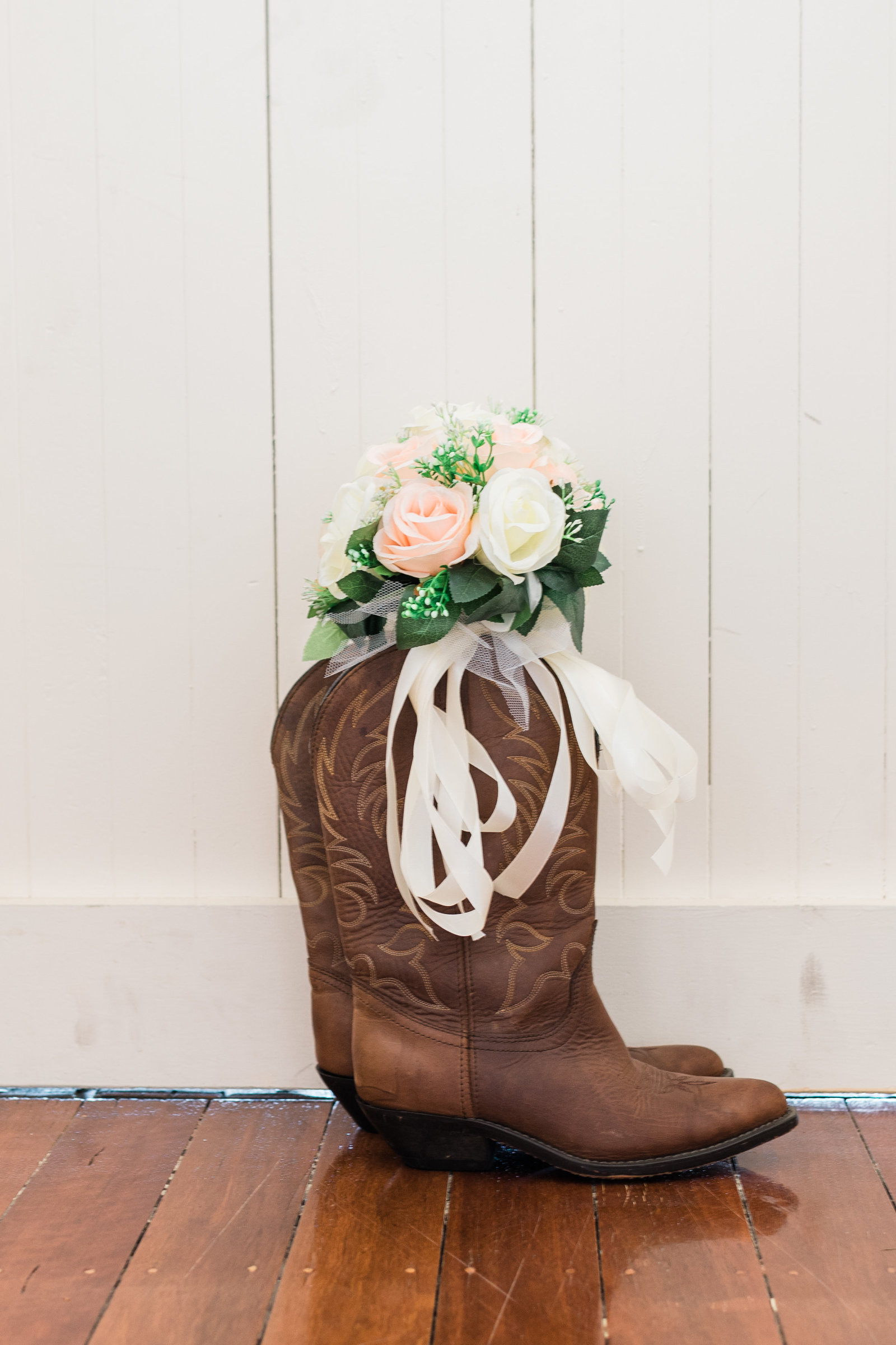 brides-cowboy-cowgirl-boots-shoes
