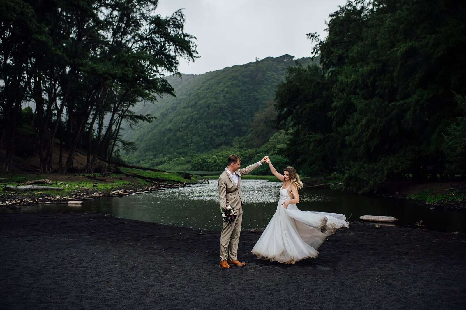 hawaii-elopement-photographer-black-sand-beach