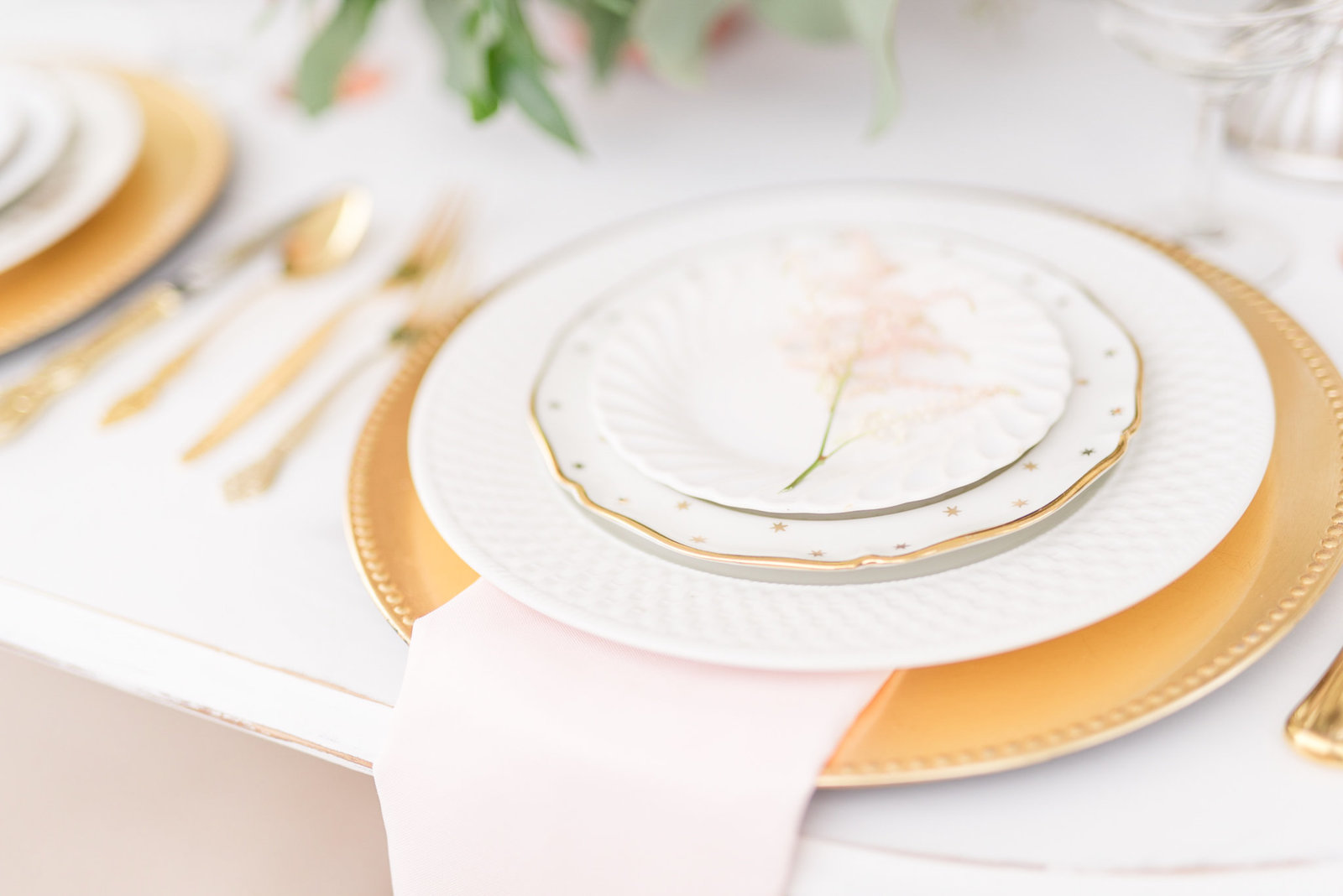 White plates and gold chargers