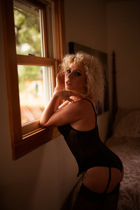 10-16-18-AirBnB-Boudoir-Shoot-D800-0114-Edit