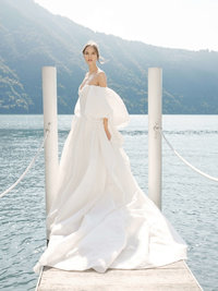 20-KTMerry-MoniqueLhuillier-Fall2020-Bridal-Look17-Theodora
