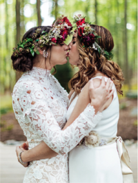 brides-kissing