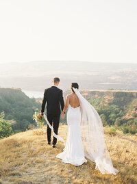 a Columbia_Gorge_Bridals_Niki_Rhodes_Photo_(23_of_85)
