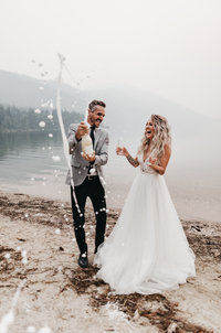 athena-and-camron-sara-truvelle-bridal-wenatchee-elopement-intimate-42-champagne-pop-bride-groom-fun