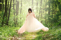 Nature maternity session in Pink