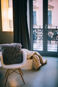 apartment-chair-curtain-769585