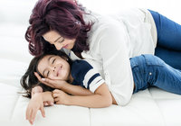 mother-daughter-playing-love-portrait-book-studio-oakville-zoom-into-life