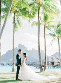 Wedding-Four-Seasons-Bora-Bora-couple