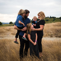 square family in field seattle photographer