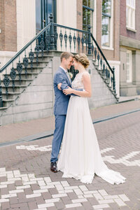Wedding portrait of the bride and groom in Amsterdam for a styled city elopement shoot organized by Lovely & Planned