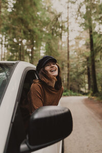 liv hettinga photography van life travels through redwoods