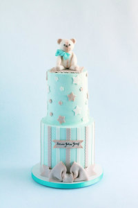 baby shower cake with teddy bear