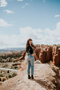 girl posing in mountains