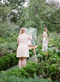 Live wedding painter Brittany Branson live paints a bride in the gardens of Tudor House in Washington DC