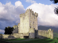 jen-symes-travel-ross-castle