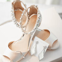 canyonwood-ridge-bridal-suite-details-shoes-1