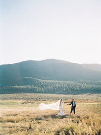Romantic, Timeless and Natural Wedding Photography in Colorado