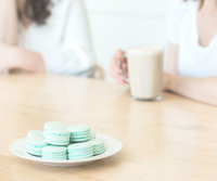 TheMintSweater-Macarons-CoffeeShop-Friends