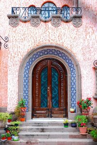 Curved door in San Luis Potosi