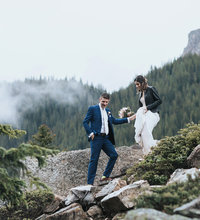 adventurous moraine lake elopement photographers