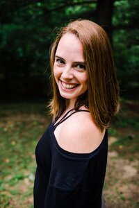 Headshot of Emily Jenks from Meet Me at City Hall Photography