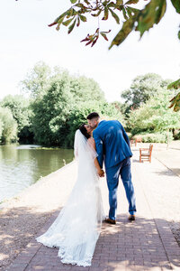 buckinghamshire-relaxed-wedding-photographer