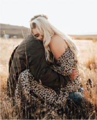couple-hugging-in-grass