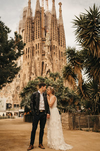 EMILYVANDEHEYPHOTOGRAPHY_--_colleen_+_gerard_--_elopement_--_sagrada_familia_+_park_guell_--_spain-42