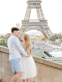 paris-couple-eiffel-review