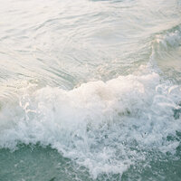 waves crashing dreamy ocean