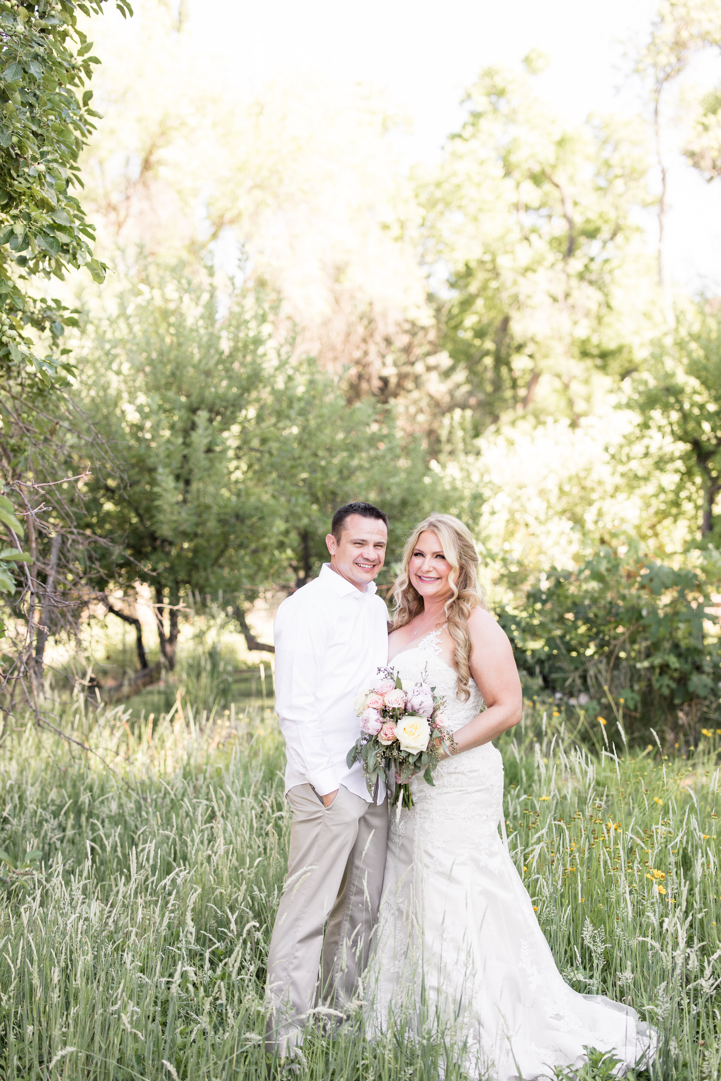 Bride and groom photos from an Arizona elopement