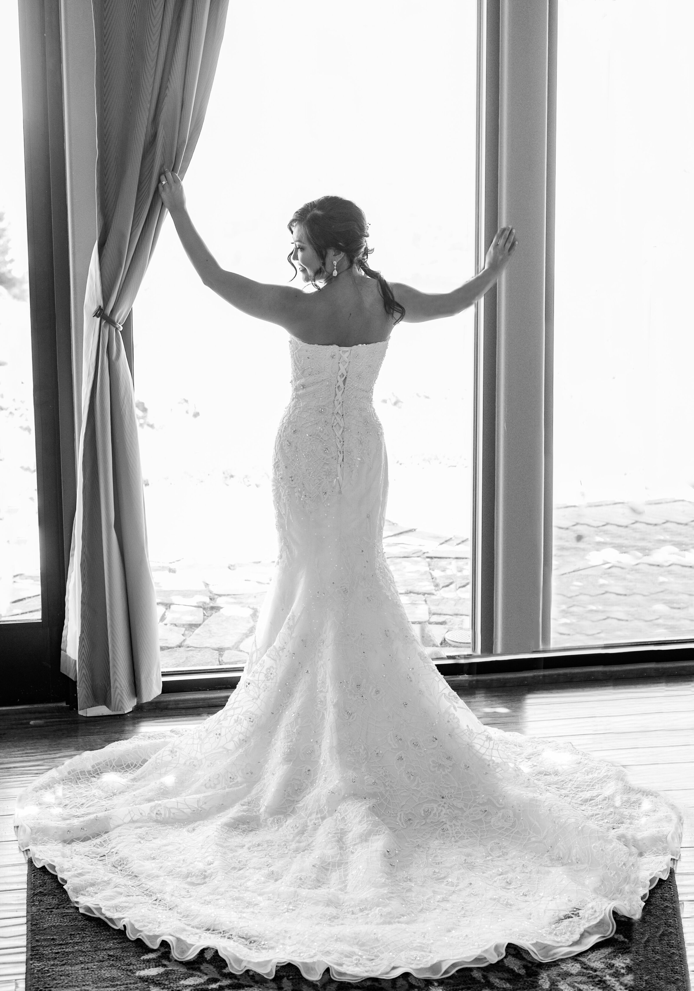 Bride in Cliffhouse at Cave B Resort Wedding Quincy WA