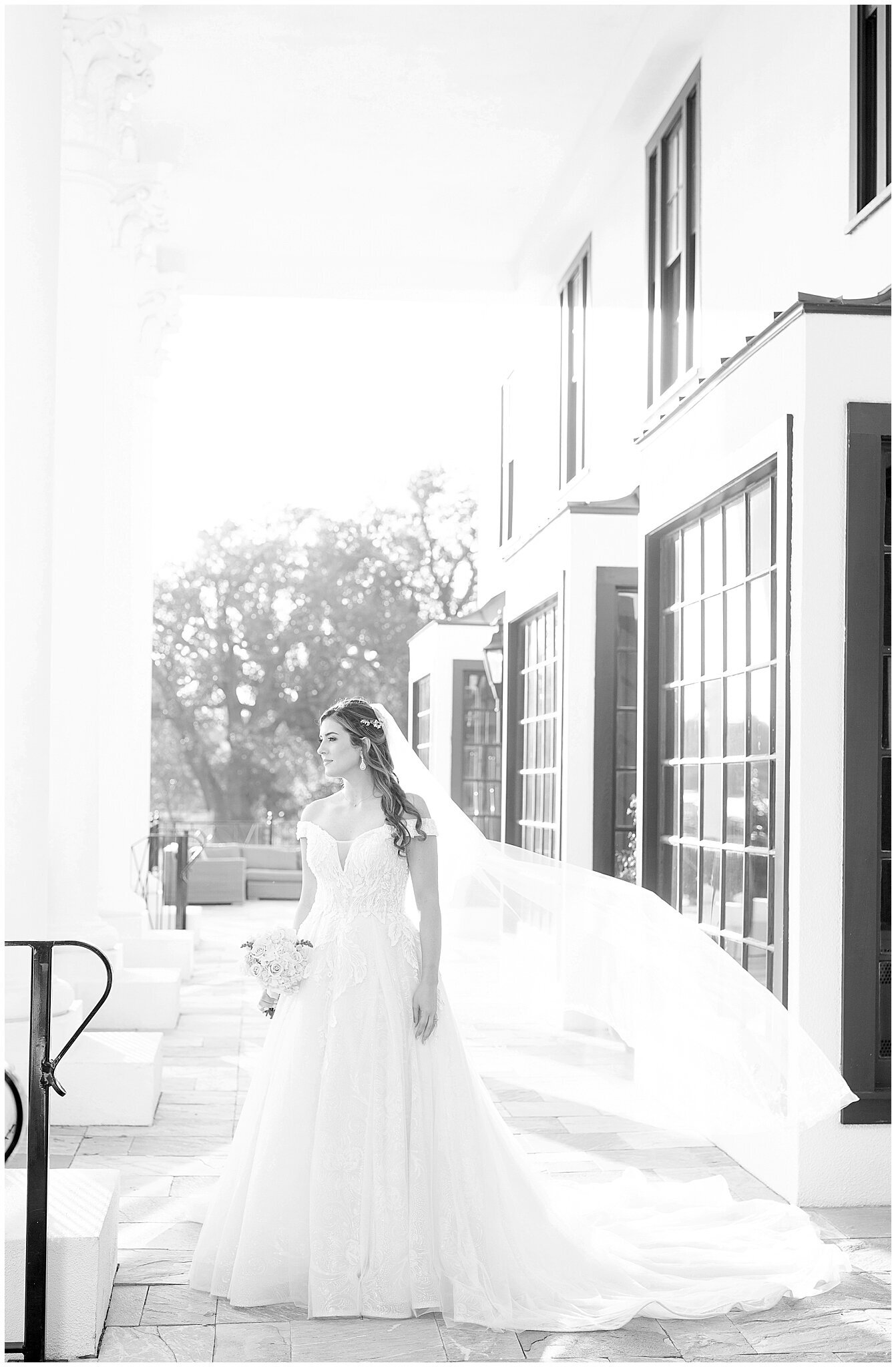 Bridal-Wedding-PortraitsThe-White-House-Hotel-Biloxi1224