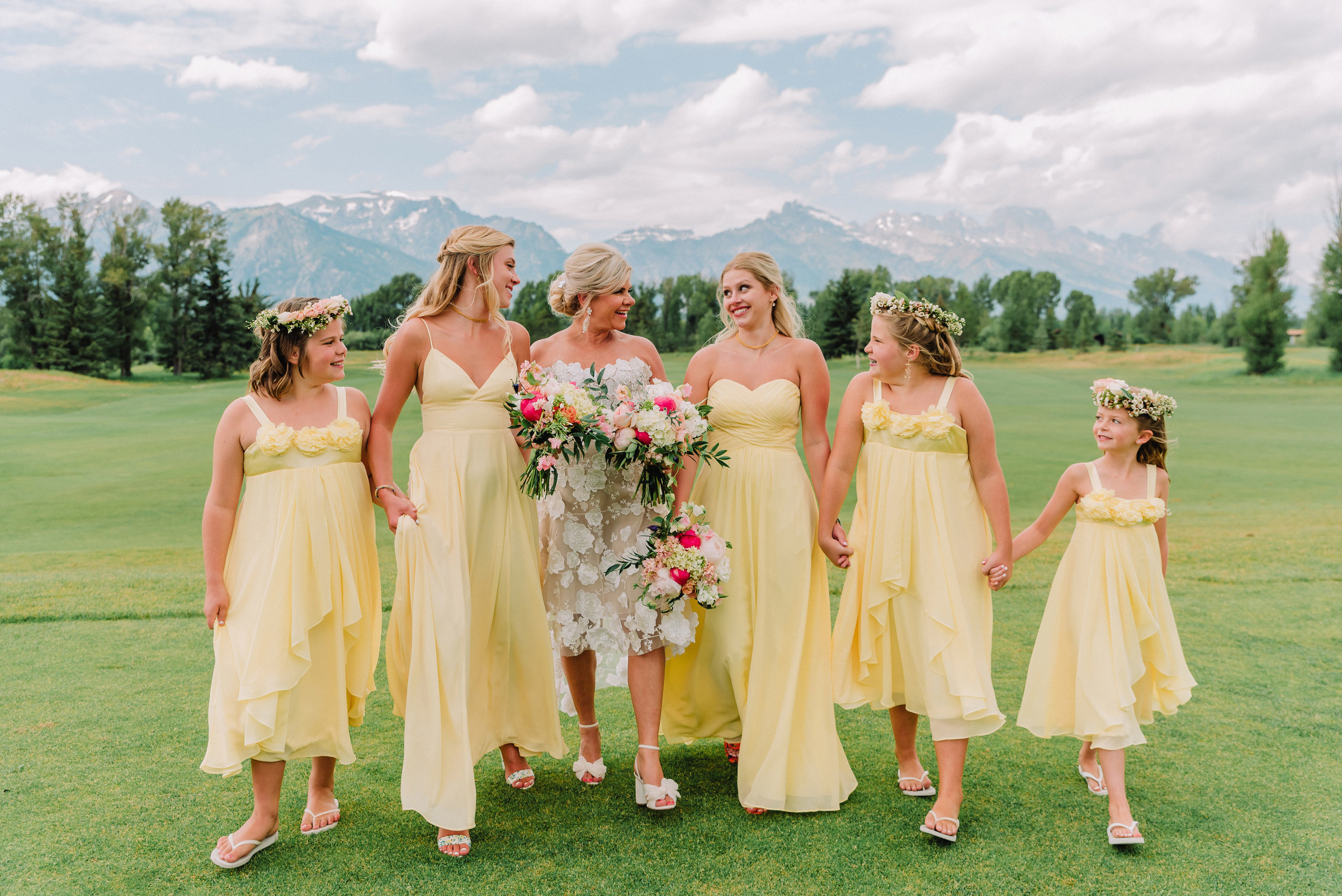 bride and her wedding party jackson hole golf and tennis wedding photographer