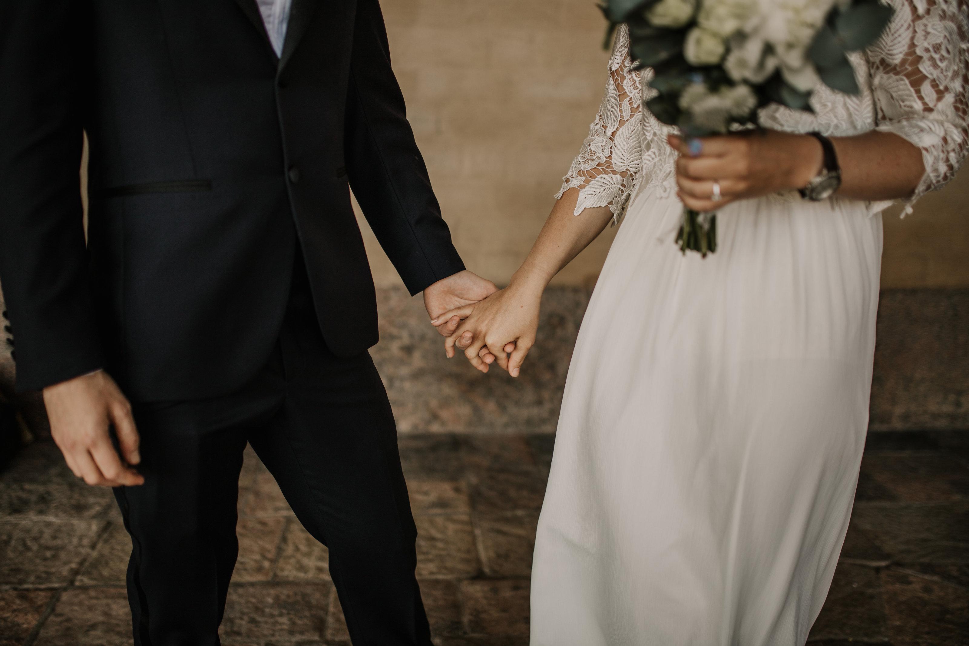 d098cc0a529b Jag kommer diskret att fälla en tår när du äntligen står i dina drömmars  brudklänning framför dina tärnor, fluffa till klänningen och bära släpet så  att du ...