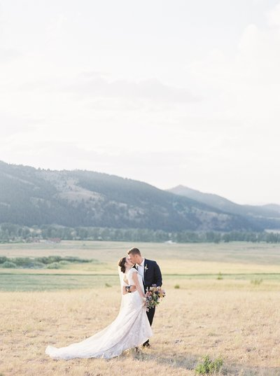 luxuryranchatrockcreek.montanawedding11