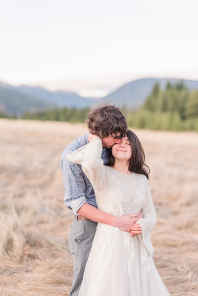 Couple eloping in RMNP | Shot by Houston Texas elopement photographer Samantha Schaub