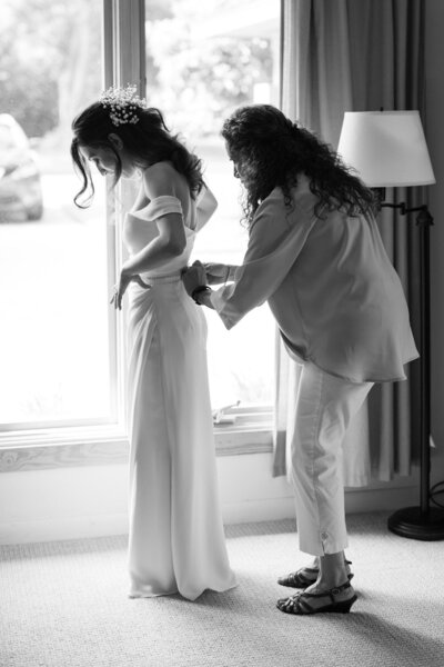 Bride-Mom-Getting-Ready-Tampa