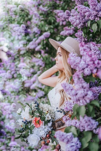 Boho bride in springtime florals in knoxville tennessee wedding shot by look for the light photo video