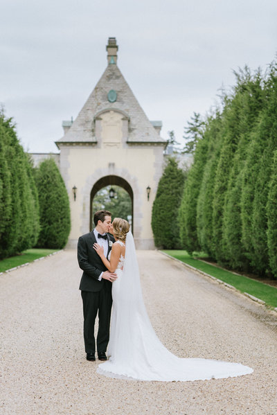 Romantic and Classic NY wedding Photography at Oheka Castle