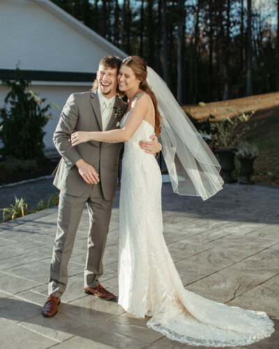 wedding ceremony at whitewoods wedding venue by philadelphia wedding photographer bobbi phelps