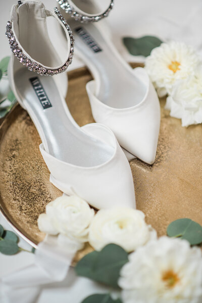 bridal details with rose and mint florals