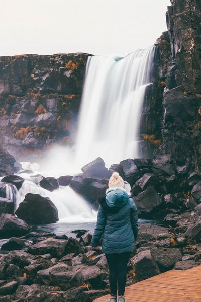 4.-Addie-Öxarárfoss-Waterfall-Golden-Circle_1080px-683x1024