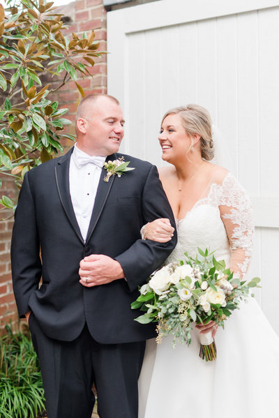 lauren-andy-tidewater-inn-wedding-photo