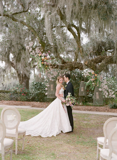 Married couple underneath a tree at Middleton Place, Charleston
