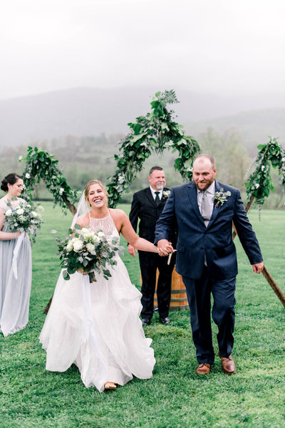king-family-vineyards-wedding-photographer-virginia-wedding-blue-ridge-mountains-wedding-photographer-hayley-paige-mercury-wedding-gown-rainy-ceremony-melissa-durham_01