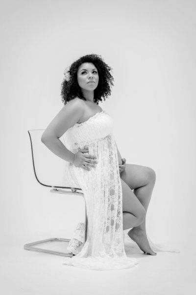 Maternity Boudoir Style Shoot-EMF Photography-Katia 3 BW
